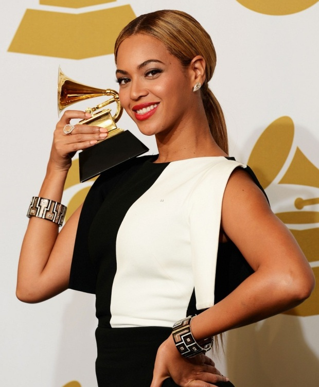 beyonce-jay-z-grammys-2013-winners-room-photos-06