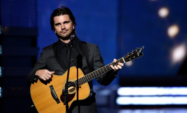 juanes-grammys-2013-performance-watch-now-02