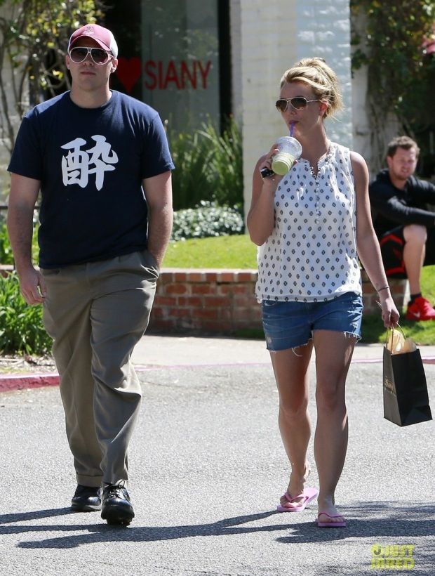 britney-spears-david-lucado-golfing-range-dating-12