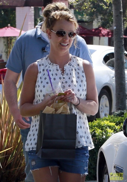britney-spears-david-lucado-golfing-range-dating-17