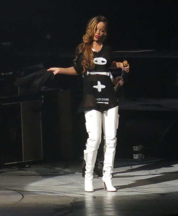rihanna-diamonds-world-tour-launch-14
