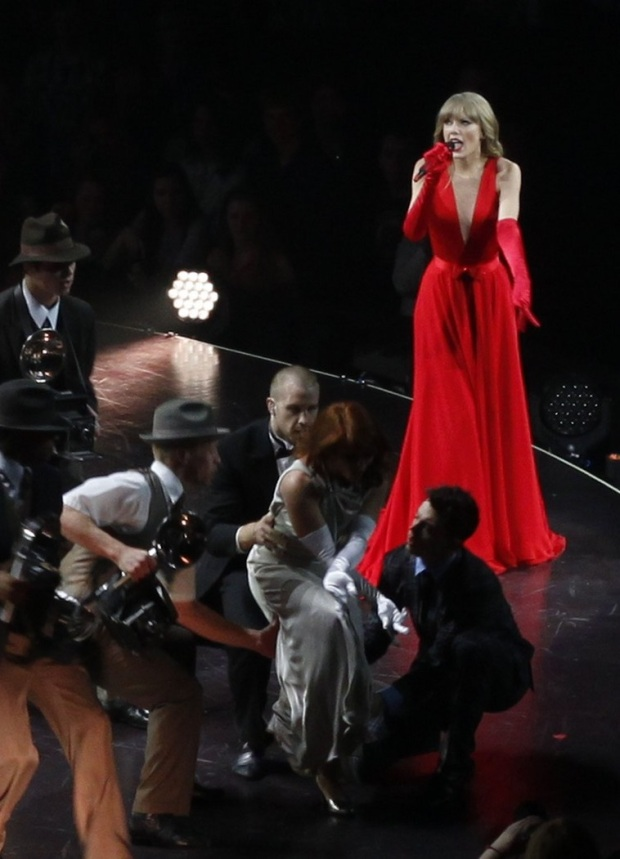 taylor-swif-kicks-off-red-tour-04