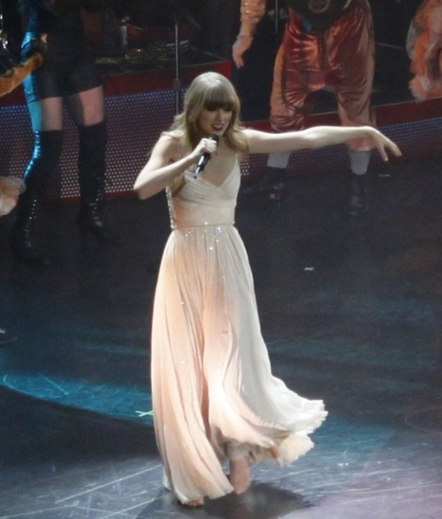 taylor-swif-kicks-off-red-tour-05