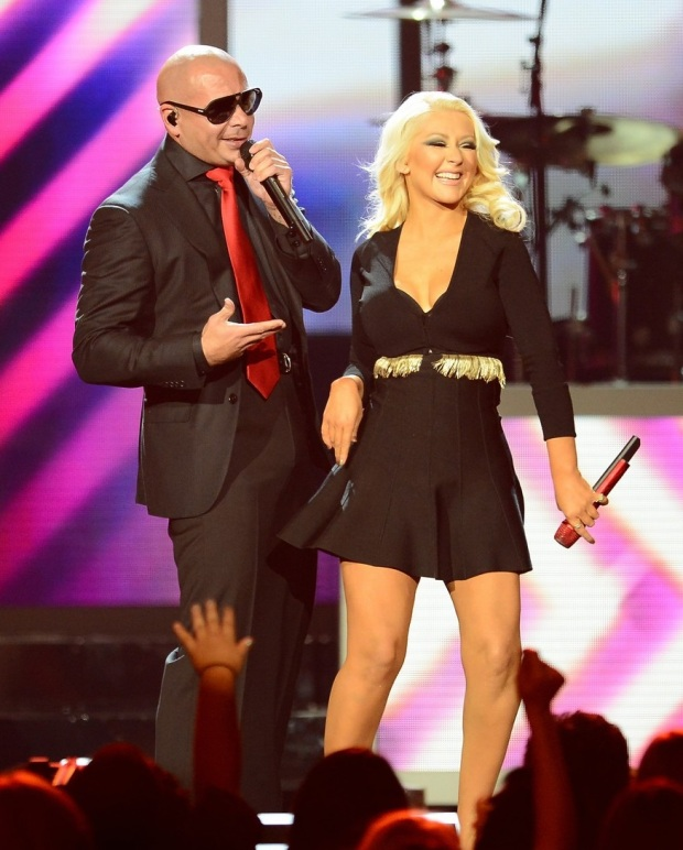 christina-aguilera-pitbull-billboard-music-awards-2013-performance-video-01