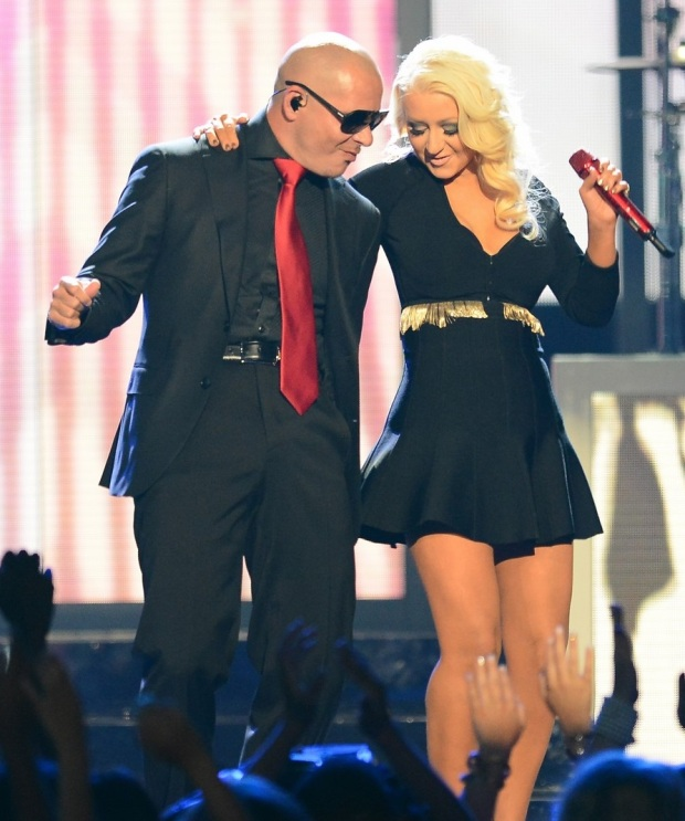 christina-aguilera-pitbull-billboard-music-awards-2013-performance-video-03