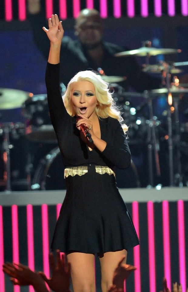 christina-aguilera-pitbull-billboard-music-awards-2013-performance-video-05
