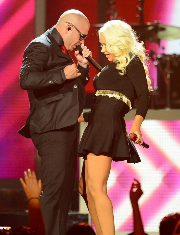 christina-aguilera-pitbull-billboard-music-awards-2013-performance-video-11